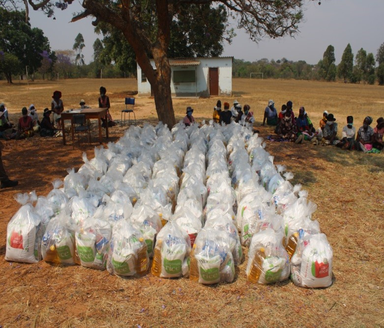 Families in Need: The most vulnerable in the FutureLife-Now! communities went home with food parcels as well as information about COVID-19